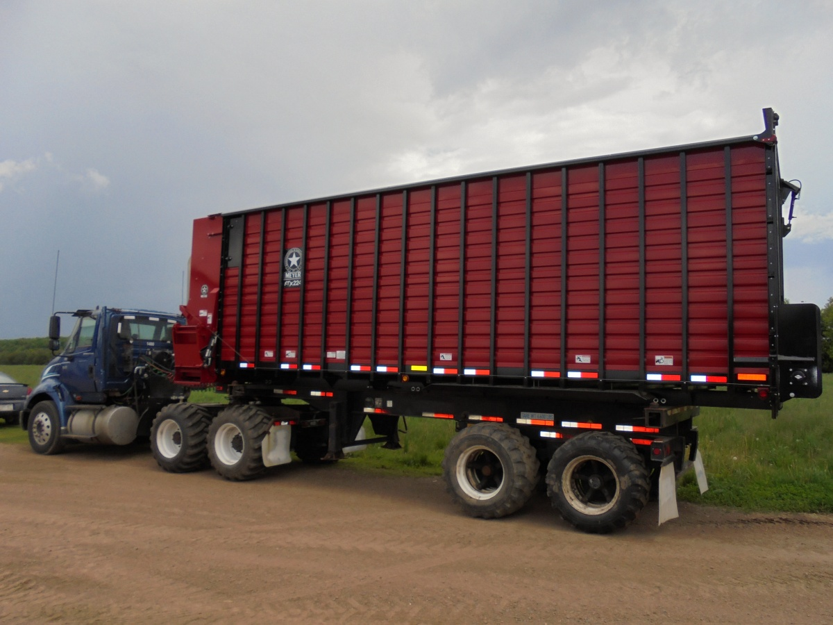 Rtx200 Front Amp Rear Unload Forage Box Meyer