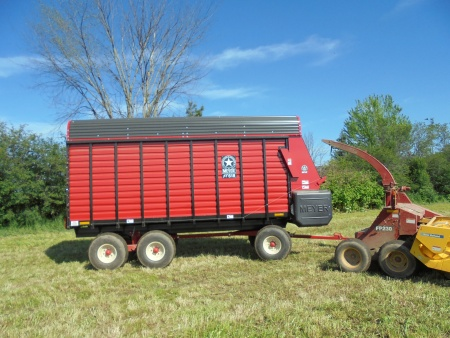 RT500 Front Unload Forage Box