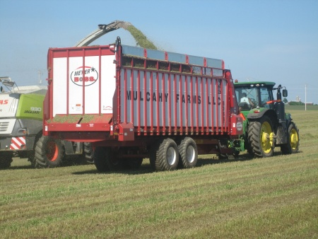 8200 BOSS RT Front & Rear Unload Forage Box
